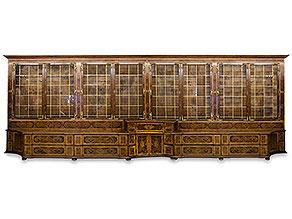 Große Bibliotheks- oder Porzellanvitrine aus dem Besitz der Familie zu Hohenlohe-Schillingsfürst, Schloss Feistritz