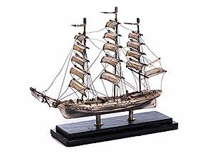 Detailabbildung: Silbernes Modell eines Schiffes