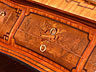 Detailabbildung: Hochfeines Zylinderbureau Nach dem berühmten Schreibbureau von David Roentgen für Marie Antoinette