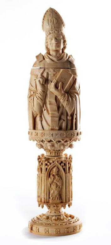 Große Elfenbeinschnitzerei als Behältnis für den sakralen Gebrauch