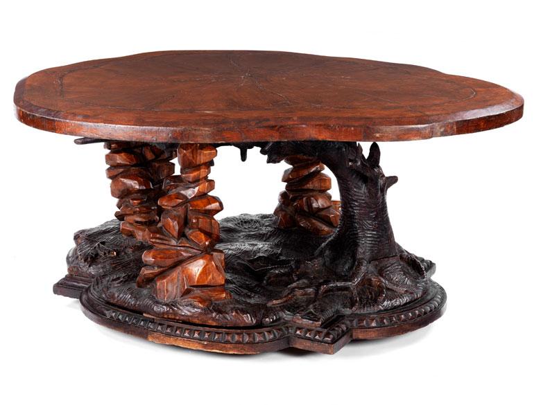 Seltener, naturalistisch beschnitzter Tisch
