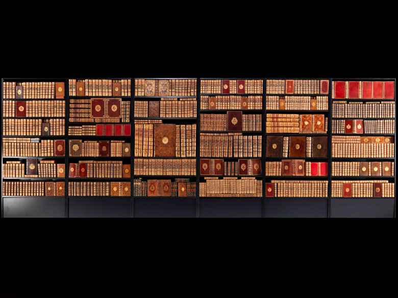 † Eine hochdekorative Bibliothek des 18. Jahrhunderts mit 656 Bänden