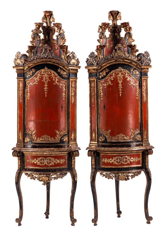 paar au ergew hnliche eckschr nke hampel fine art auctions. Black Bedroom Furniture Sets. Home Design Ideas