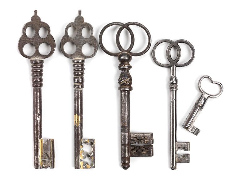 Konvolut von fünf Schlüsseln