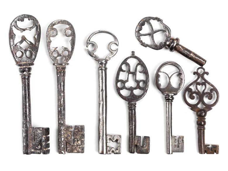Konvolut von sieben Schlüsseln