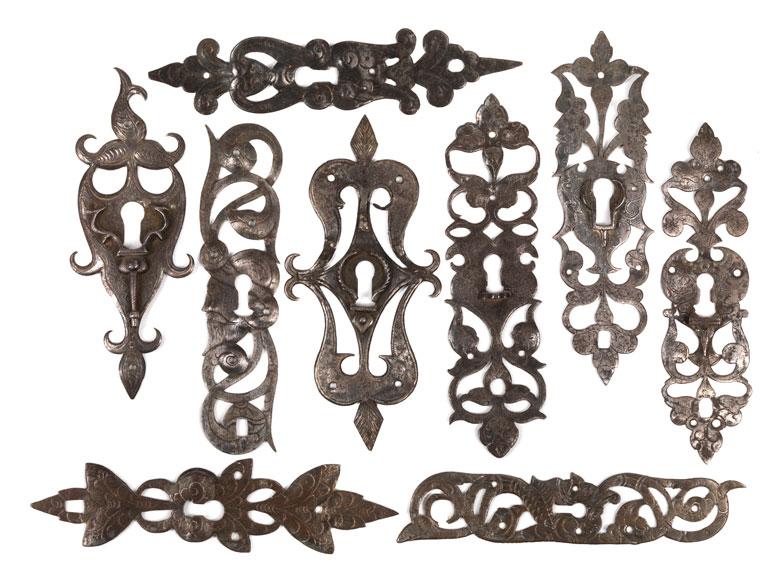 Konvolut von neun Schlüsselschildern