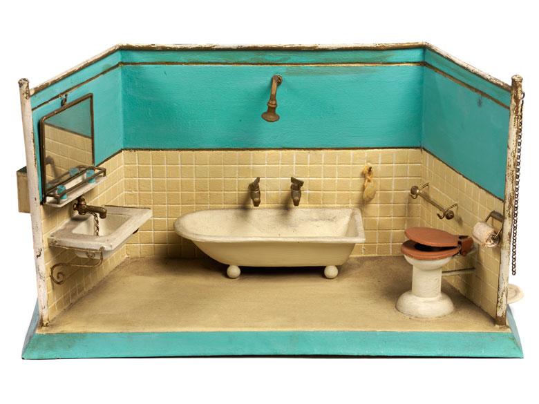 Kinderspiel-Puppenraum eines Badezimmers