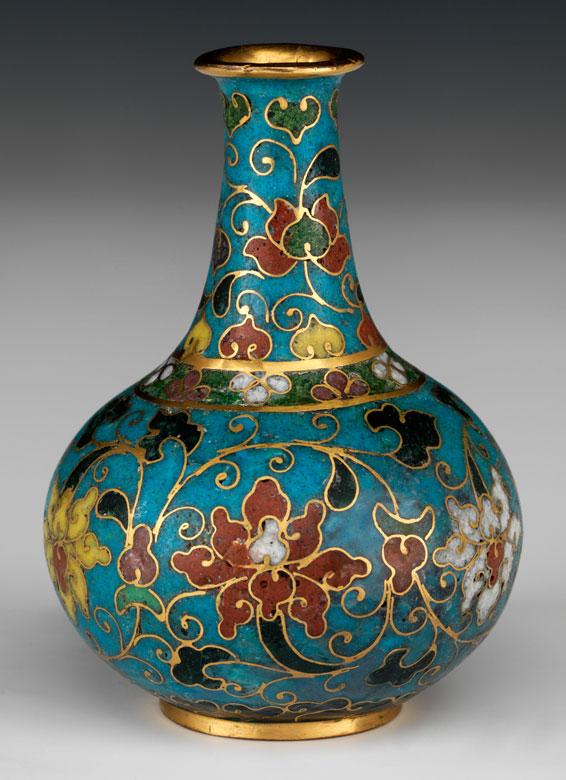 Cloisonné Vase mit Chrysanthemen