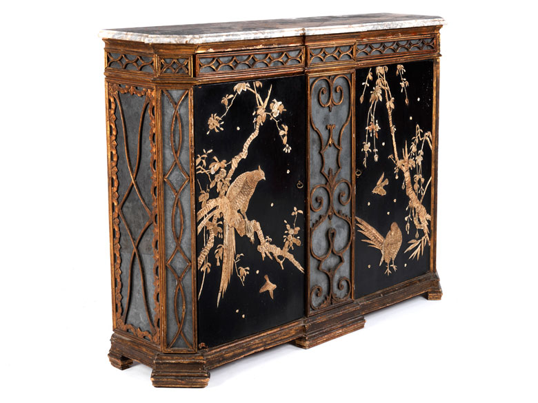 feine au ergew hnliche anrichte mit chinoiserie dekor hampel fine art auctions. Black Bedroom Furniture Sets. Home Design Ideas