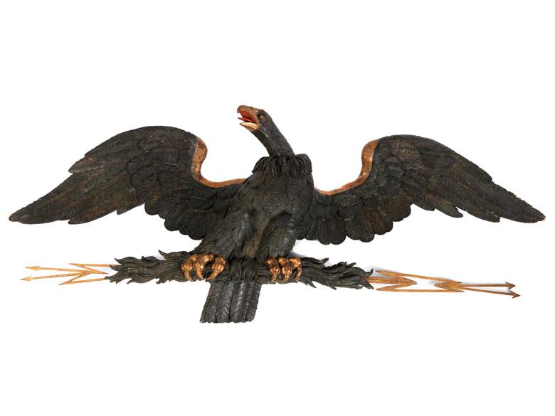 Außergewöhnlich große Schnitzfigur eines Adlers