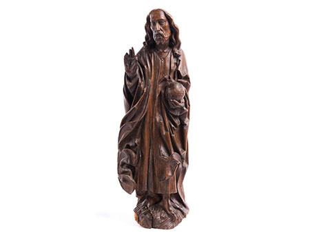 Schnitzfigur des segnenden Christus