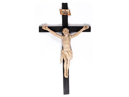 Holzkreuz mit geschnitztem Corpus Christi