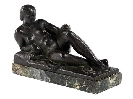 Art Déco-Bronzefigur eines liegenden Frauenakts