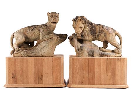 Paar imposante Löwen-Skulpturen