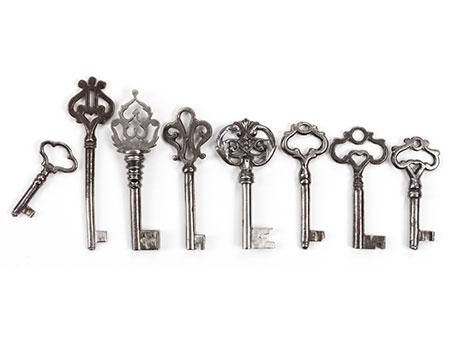 Konvolut von acht Schlüsseln