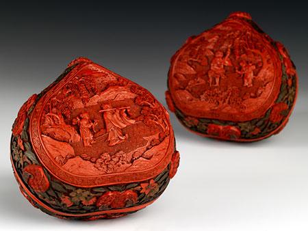 Paar Deckeldosen in Pfirsichform