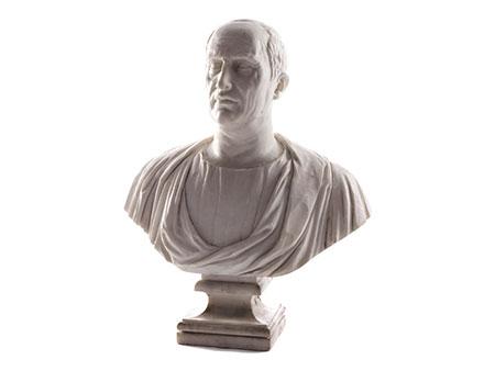 Büste eines Römers in weißem Marmor