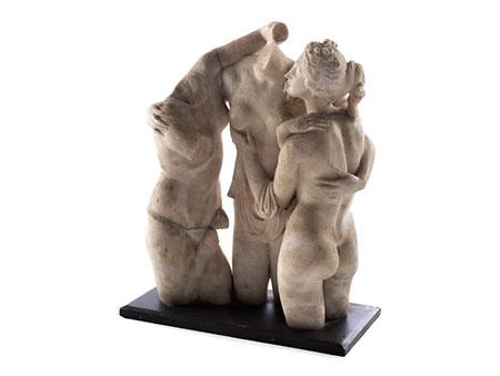 Marmorfiguren in Gruppen der Drei Grazien