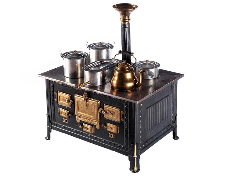 Eisenofen für eine Kinderspielküche - Hampel Fine Art Auctions
