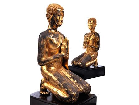 Paar lebensgroße, betende Mönchsfiguren