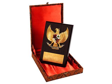 Geschenkplakette der indonesischen Republik