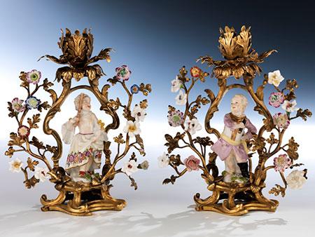 Paar Tischleuchter in vergoldeter Bronze und Porzellan