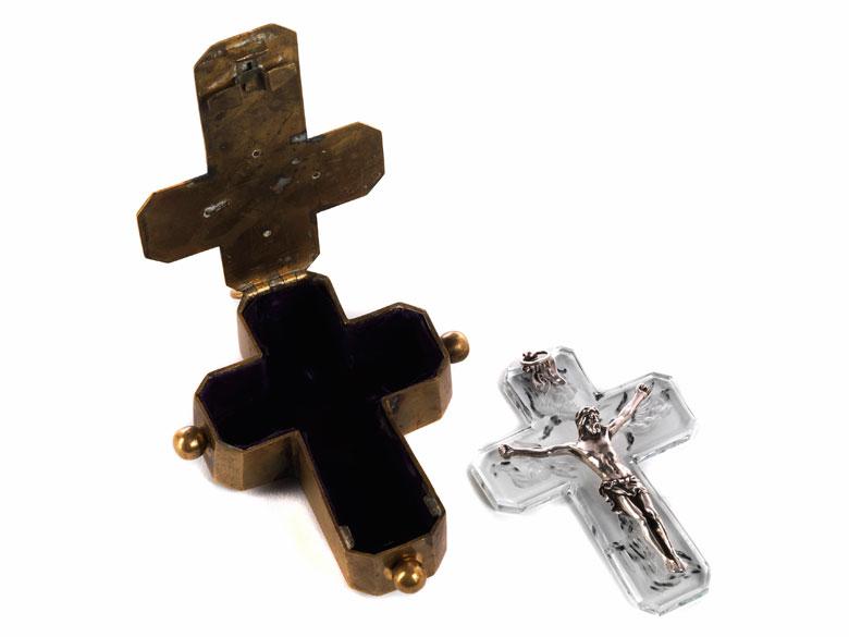Barockes bronzenes Reisekreuz