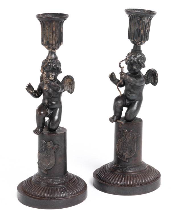 Paar Tischkerzenleuchter in Eisen-Kunstguss