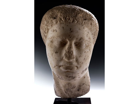 Marmorkopf eines Jünglings