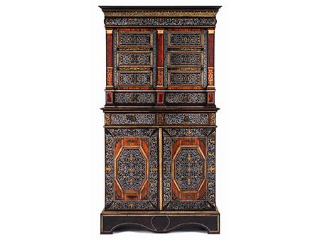 Eleganter, den Stil Louis XIV höchst eindrucksvoll repräsentierender Kabinettschrank