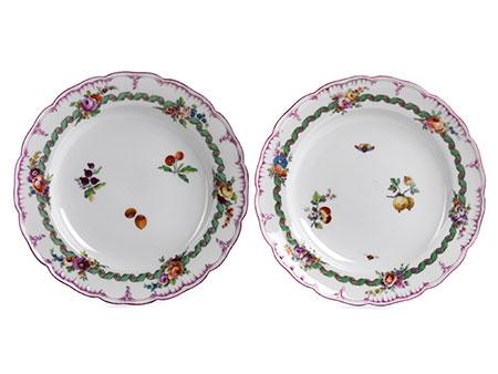 Feines Paar KPM-Teller aus einem Tafelservice für Friedrich den Großen