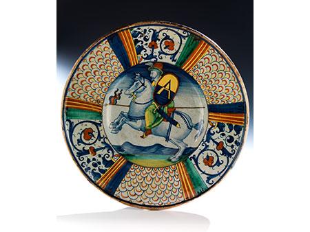 Große Majolika-Platte mit Reiterfigur, wohl der Manufaktur Mancini