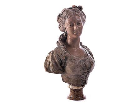 Terrakotta-Büste einer jungen Dame in frühklassizistischem Kleid
