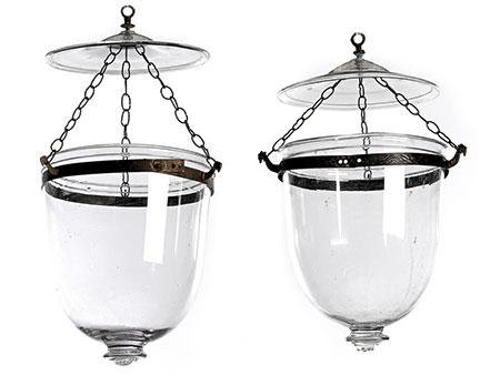 Paar elegante Glas-Deckenampeln